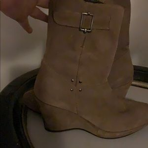 Gorgeous light tan suede boots